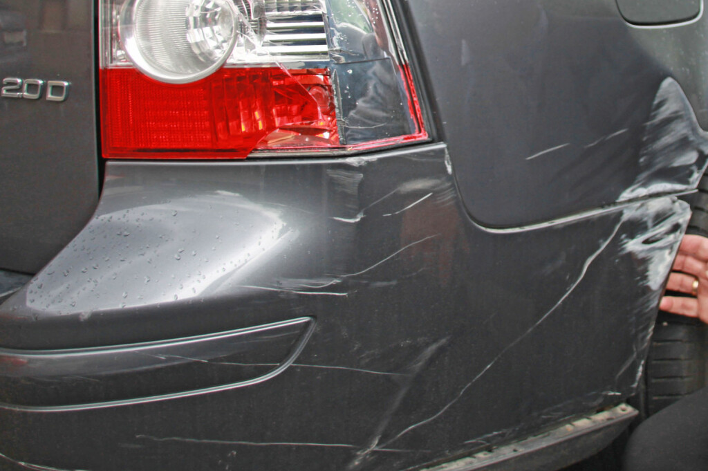 <b>FORT GJORT:</b> Hvem som helst kan komme utfor et uhell på parkeringsplassen. Skadene representerer sure penger. Foto: GJENSIDIGE
