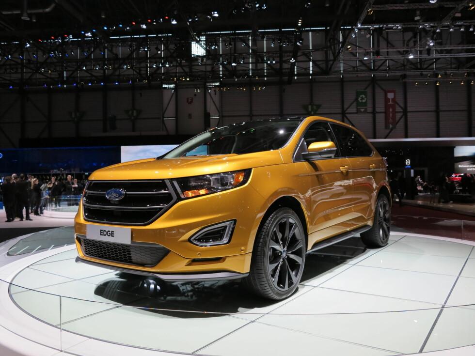 <strong><b>RENE LINJER:</strong></b> Ford Edge S har rene og klassiske linjer, men likevel et moderne design. De svarte detaljene gir bilen litt særpreg. Spesielt imponert er vi over de sorte 20-tommers felgene.  Foto: FRED MAGNE SKILLEBEKK