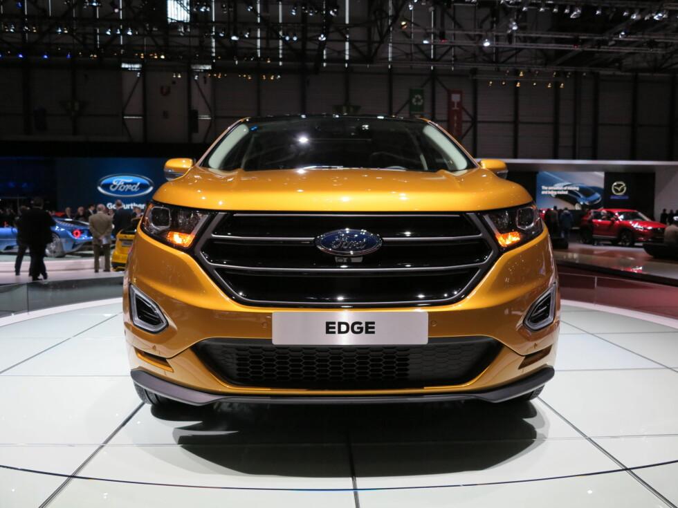 <strong><b>STOR I KJEFTEN:</strong></b> Edge S har fått en massiv front. Grillen er lekkert lakkert i svart høyglans og gir bilen et aggressivt uttrykk.  Foto: FRED MAGNE SKILLEBEKK