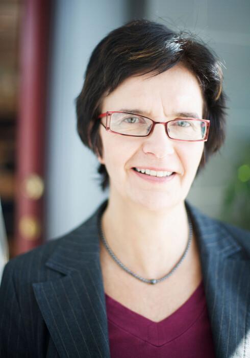 KNALLHARD: Seniorrådgiver Anne Sofie Faye-Lund i Forbrukerrådet mener butikken må oppgi alt du skal betale. Når så ikke skjer, mener hun du kan kreve beløpet refundert av dem. Foto: CF-WESENBERG/FORBRUKERRÅDET