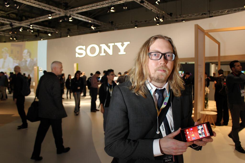 <b>BEROLIGER FANSEN:</b> Det kommer ny toppmodell fra Sony, lover selskapets nordiske PR-sjef, Rikard Skogberg, men når, vil han ikke si. Foto: KIRSTI ØSTVANG