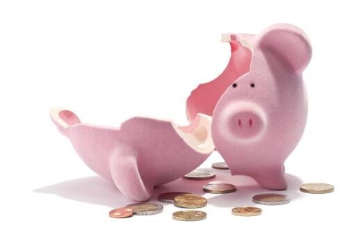 TAPSPROSJEKT: Skal du knerte sparegrisen, er det å ha penger på sparekonto en lite lønnsom affære i disse dager. Foto: ALL OVER PRESS