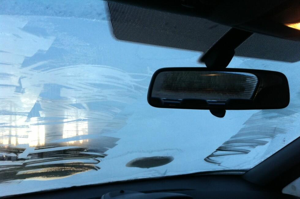 MISTET LAPPEN: I morgentimene mistet føreren av denne bilen førerkortet i minst tre måneder, og kan vente seg en saftig bot. Foto: ØSTFOLD POLITIDISTRIKT