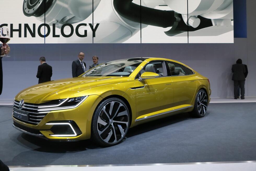 MUSKULØS: Dette er Volkswagen Sport Coupé Concept. Linjene fremstår som kraftfulle, mens voldsomme felger sladrer om konseptbil.Det blir spennende å se hvordan den eventuelle produksjonsbilen blir seende ut. Foto: FRED MAGNE SKILLEBÆK
