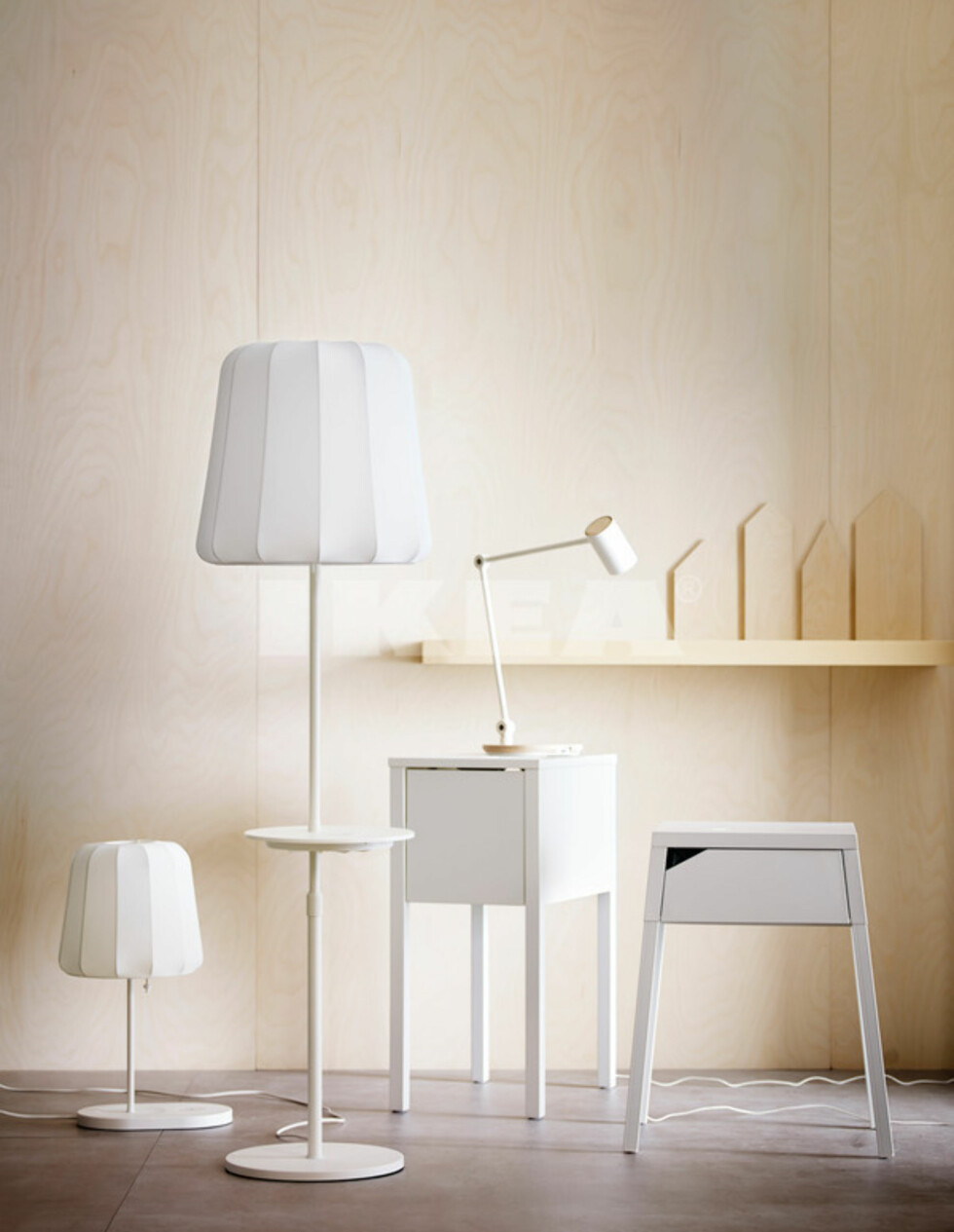 <strong><b>INNEBYGD LADING:</strong></b> Her er noen av Ikeas ferdiglagde møbler med innebygd trådløs lading. Vi er imidlertid mest imponert over byggesettene som gir deg finessen i de møblene du allerede har. Foto: IKEA