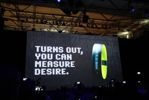 ARMBÅND: Dette sportsarmbåndet fra HTC er utviklet i samarbeid med Under Armour; produsent av sportsutstyr.