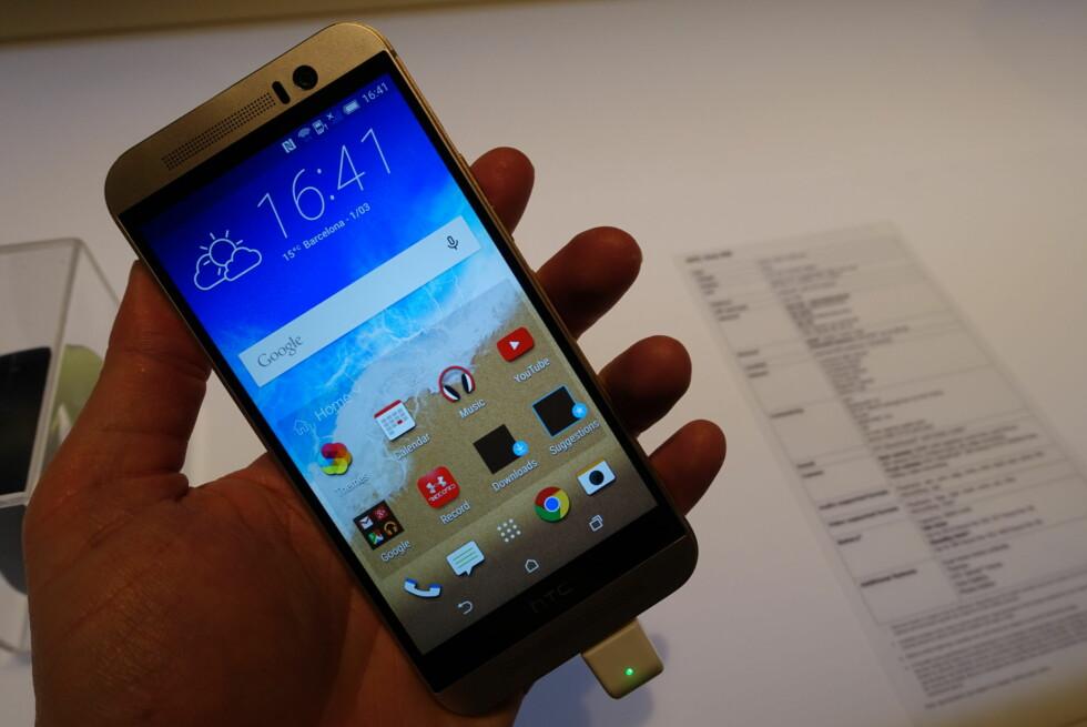 NY TOPPMODELL: HTC One M9 fortsetter HTC One-serien, men selskapet slapp også et nytt treningsarmbånd og en ny VR-brille i dag. Foto: PÅL JOAKIM OLSEN
