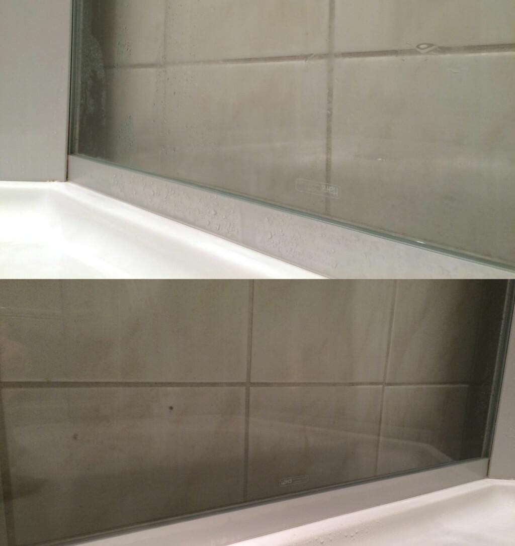 ETTER VASK: Bildene viser hvordan dusjveggene er etter vask med Ajax (øverst) og med eddik og oppvaskmiddel (nederst). Det er ikke veldig enkelt å vise på bilder, men du kan se hvor mye bedre fugene vises gjennom glasset på det nederste bildet. Foto: KRISTIN SØRDAL