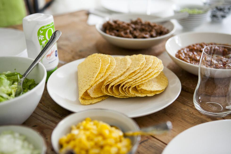 TACOFREDAG? Vil du gjøre tacofredagen en god del rimeligere, er det mye å spare på å velge kjedenes egne merkevarer. Foto: PER ERVLAND