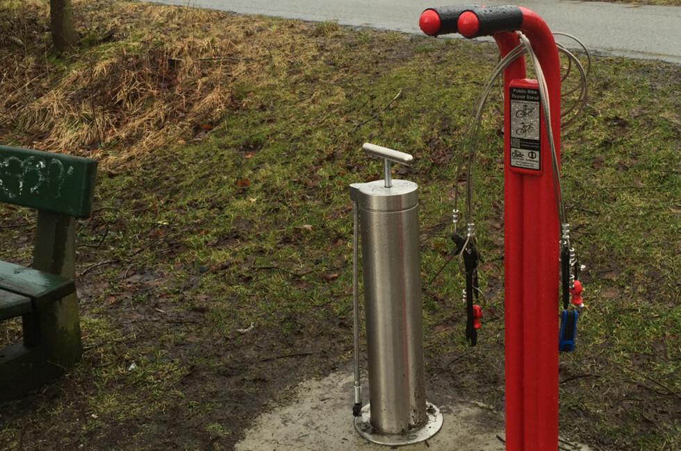 SERVICE: Hittil har et blitt satt ut to slike servicestasjoner for syklister i Stavanger-området. Og flere er på vei. Foto: STAVANGER KOMMUNE