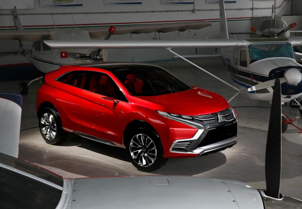 KOMPAKT SUV: Mitsubishi kaller den en crossover, men den ser veldig SUV-aktig ut her.  Foto: MITSUBISHI
