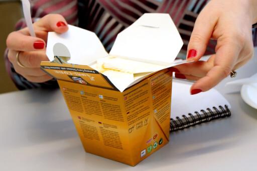 ET LITE STYKKE THAILAND: I en liten gul boks.  Foto: OLE PETTER BAUGERØD STOKKE