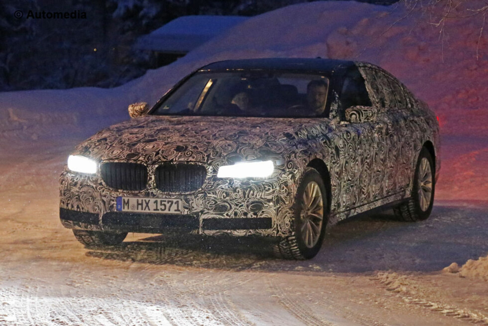 VINTERTESTES: Neste BMW 7-serie med psykedelisk innpakning. Foto: AUTOMEDIA