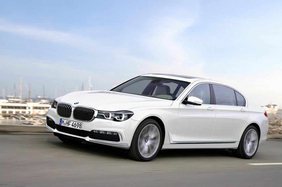 HANS MAJESTET 7: BMWs flaggskip, 7-serien, nærmer seg et nytt generasjonsskifte. Våre spionfotografer i Automedia har snnekret sammen denne illustrasjonen basert på observasjoner de har gjort under BMWs test-økter ute i felten. Uansett vil ikke bilen være vanskelig å kjenne igjen når den blir lansert. Foto: AUTOMEDIA