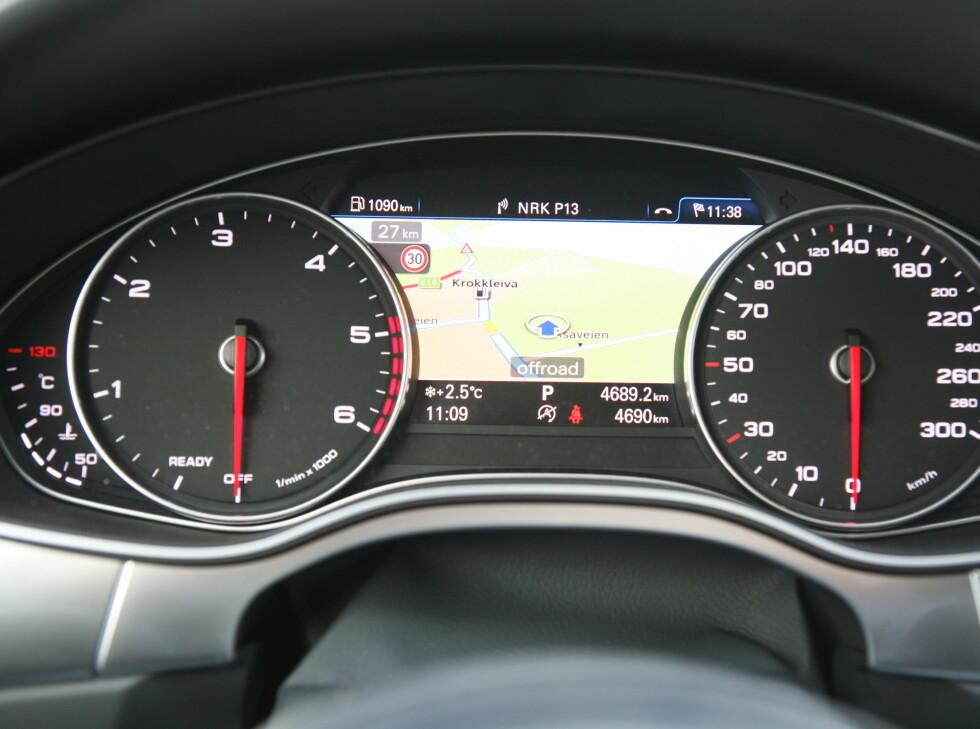 INSTRUMET-NAVI: Nytt er at du nå kan følge navigasjonen via instrumentpanelet. Foto: KNUT ARNE MARCUSSEN