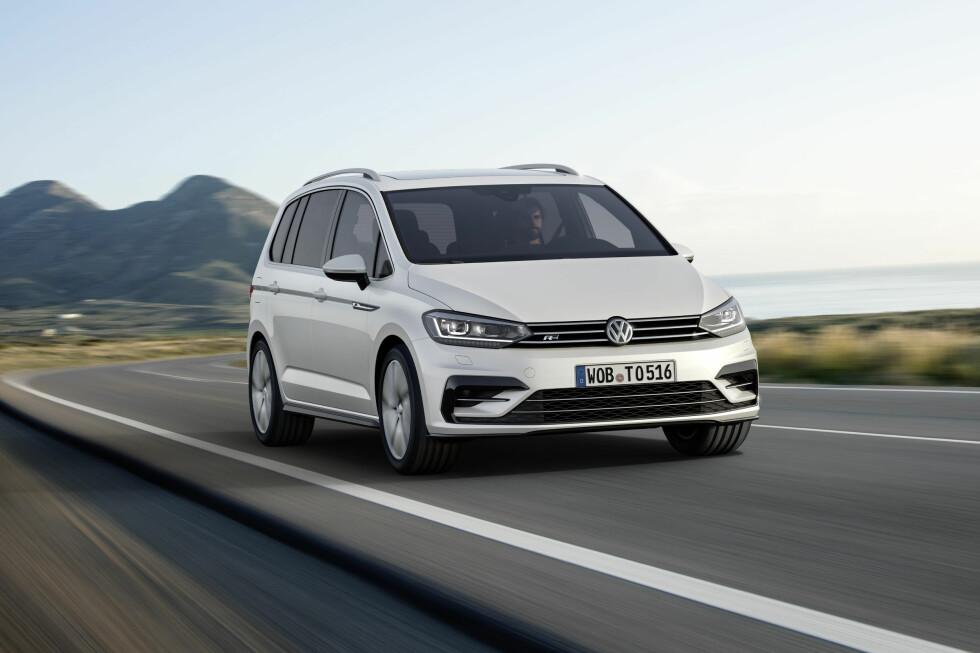 NOE ANNET: Særlig fra denne vinkelen synes det at Volkswagen har bygget en helt ny bil. Dette ser en god del mer dynamisk ut - særlig i denne R-line-utførelsen. Foto: VOLKSWAGEN