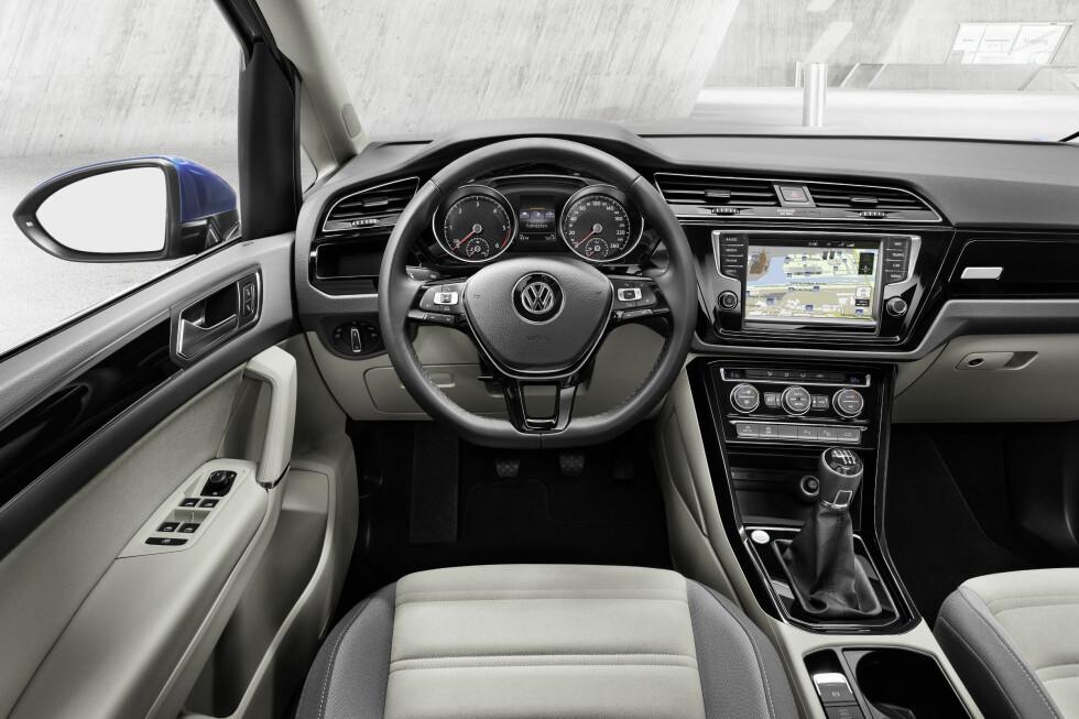 KLART FORNYET: Her synes vi Volkswagen har lykkes med å gjøre førermiljøet mindre traust - for ikke å si kjedelig - enn før. Foto: VOLKSWAGEN