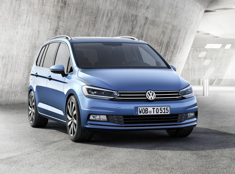 MER VOKSEN: Nye Touran er blitt en større bil med et mer selvsikkert oppsyn. Foto: VOLKSWAGEN