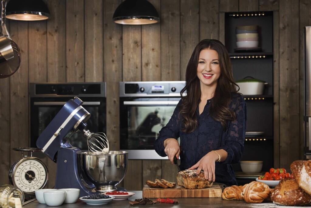 <b>BAKEDRONNING:</b> Ida Gran-Jansen vant den første runden av <i>Hele Norge Baker</i>, er kåret til Norges beste bakeblogger, og er nå aktuell med ny kokebok, og sitt eget bakeprogram på TV 3; <i>Idas fristelser </i>. Foto: MTG TV