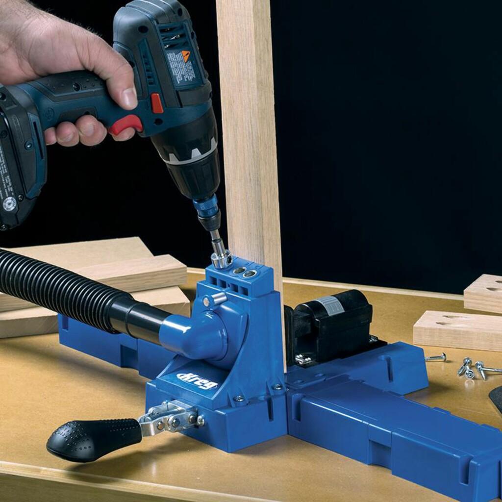 LOMMEHULLSJIGG: Materialet er spent opp og det er bare å sette drillen i jiggen for perfekte lommehull. Foto: KREG TOOL