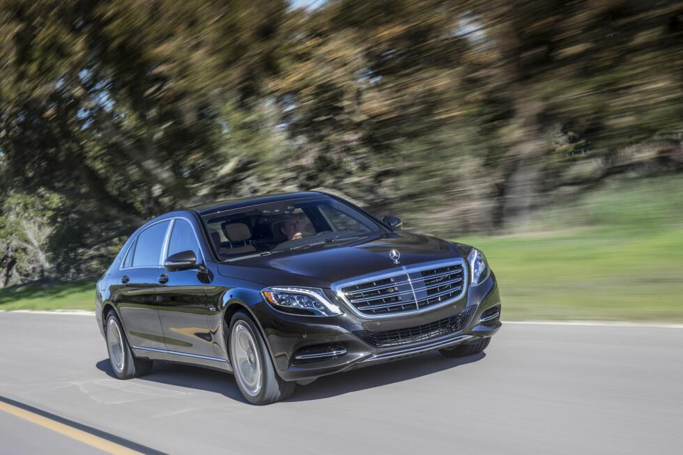 XK:  Mercedes:Maybach deler det aller meste med ordinær S-klasse og produseres på samme samlebånd. Foto: ANDREAS LINDLAHR