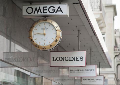 DYRERE: Sveitsiske luksus-ur følger sveitserfrancen som løper løpsk - oppover. Foto: ALL OVER PRESS