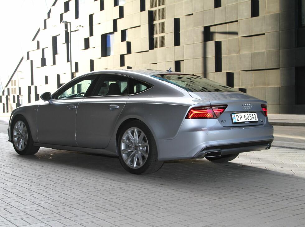 EN MILLION: Bilen koster og ser ut som en million. Men ikke alt er rosenrødt.  Foto: Rune Nesheim