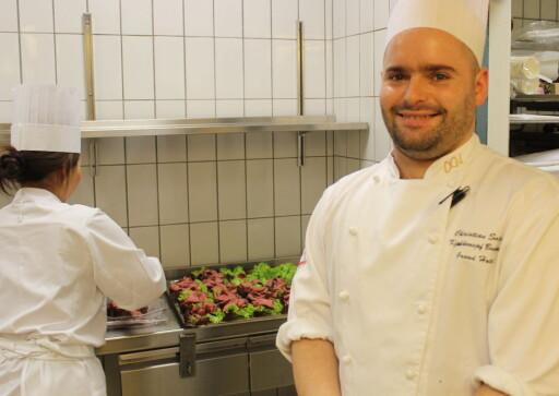 KJØKKENSJEF: Christian Sala er konstituert kjøkkensjef på Grand Hotel i Oslo. Foto: ELISABETH DALSEG