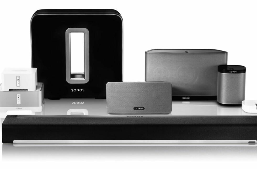 MYE UTSTYR: Sonos-famlien omfatter både lydplanke, subwoofer, diverse høyttalere, forsterker og styringsenhet/forforsterker. Foto: SONOS