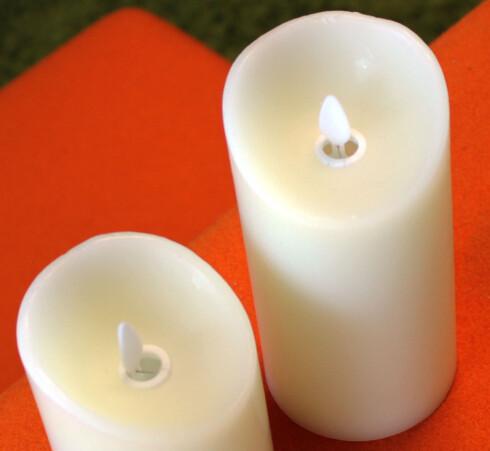 SIMLUERT FLAMME: Denne plastflammen vipper rundt når lyset er tent. Et lyspunkt rettet mot flammen skal gjøre at det skal se ut som om flammen lyser. Foto: KRISTIN SØRDAL