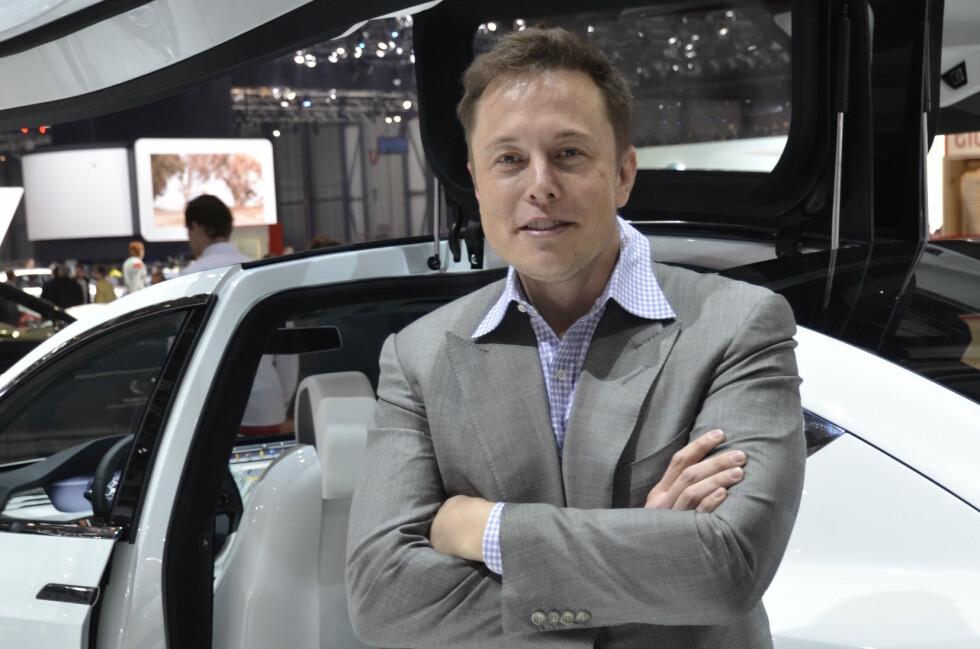 SIN EGEN PR-SJEF: Elon Musk har full kontroll på hva som kommuniseres ut. Resten av kommunikasjonsstaben fyller rollen som stumme statister like bra som tause Birgitte gjorde i Casino.   Foto: STEIN INGE STØLEN