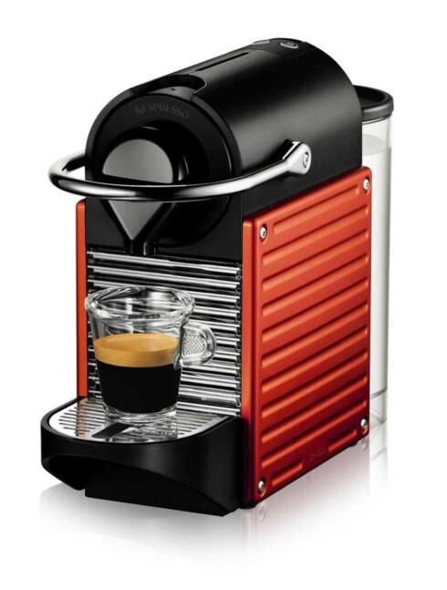 AUTOAV: Nespresso er blant produsentene som har produsert kaffemaskiner som slår seg av automatisk i flere år. Her er modellen Pixie. Foto: NESPRESSO