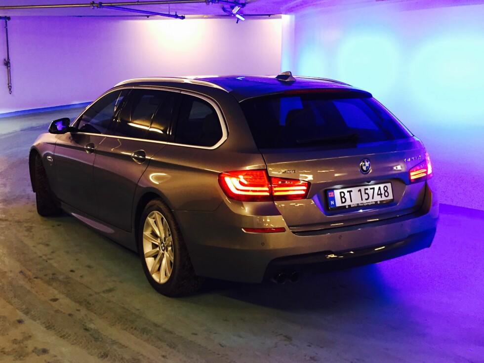 VISER BAKEN:  BMW 520d Touring xDrive viser konkurrentene baken - selv om bagasjerommet på 560 liter ikke er blant de største.  Foto: ESPEN STENSRUD