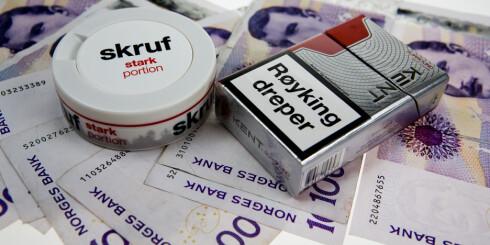 DYRT: Å bruke snus eller å røyke koster, viser vår sløsekalkulator. Foto: PER ERVLAND