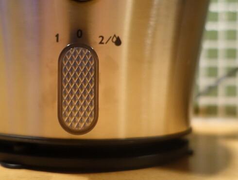 VASKEPROGRAM: Juiceren har to fartstrinn, velg nummer to når du skal skylle ut restene med vann. Foto: ELISABETH DALSEG