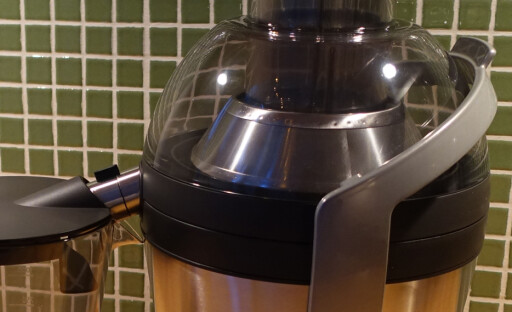 LETT Å VASKE: Silen er nesten helt glatt, og lettere å vaske ren enn de aller fleste andre vi har testet, her trenger du ingen spesialbørste. Foto: ELISABETH DALSEG