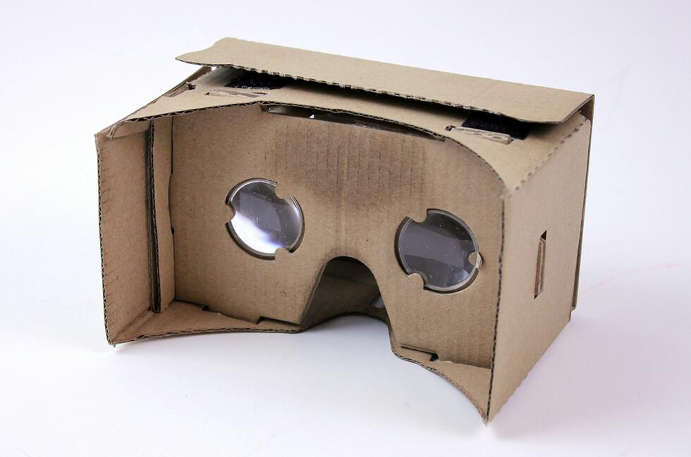 SE HER: Når du ser på det delte skjermbildet gjennom disse linsene, får du en 3D-opplevelse. Foto: PÅL JOAKIM OLSEN