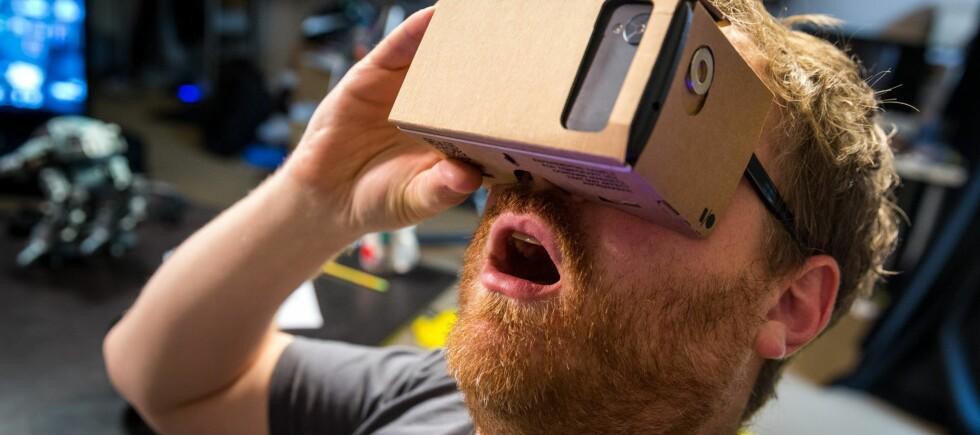BILLIG MORO: Google Cardboard kan lages med papp og litt tilbehør. Foto: TESTED/YOUTUBE