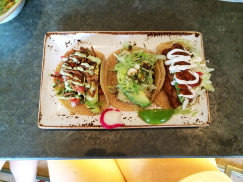 <strong><b>FISH TACO:</strong></b> Fantastisk godt, og fint å variere med. Fra venstre ser du taco med stekt fisk, hummer og frityrstekt fisk. Foto: ELISABETH DALSEG