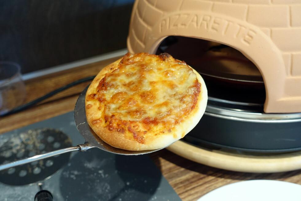 VI TESTER MINIPIZZAOVN: Minipizzaovn er sosialt og gøy, men den har sine begrensninger. Foto: KRISTIN SØRDAL