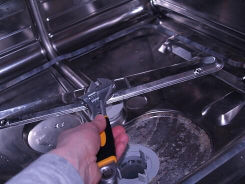 Mens du først er i gang; hvorfor ikke rense filter og spylearmer? Foto: Berit B. Njarga