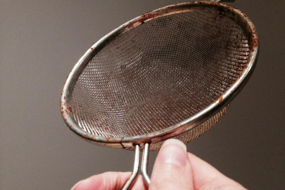 SYNDEREN: Rustflekkene kan spre seg til andre ting, så ikke vask rustne redskaper i oppvaskmaskinen om du misliker rustflekker på bestikk og annet. Foto: KAROLINE BRUBÆK