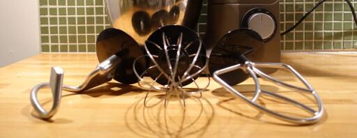 VISPER: vispene er i stål, med et lite plastdeksel som også tar av for noe sprut, om ikke sprutdekselet er på.  Foto: ELISABETH DALSEG