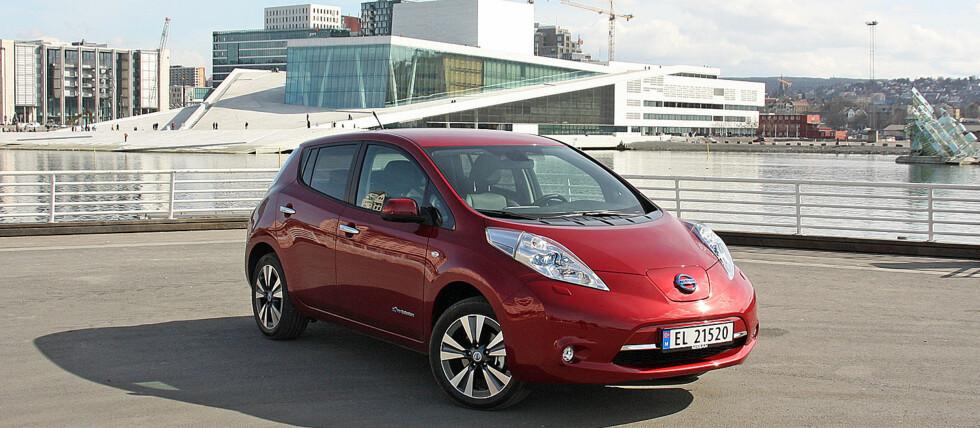 BESTSELGER: Per 16. desember er det solgt 4.619 nye Nissan Leaf. Antallet bruktimporterte blir godt over 2.000 biler.  Foto: KNUT MOBERG