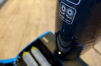 image: Denne både støvsuger og vasker gulvene