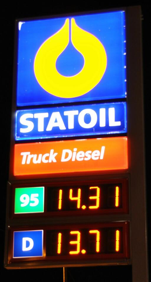 PRISEN PÅVIRKER: Diesel har historisk vært billigere enn bensin de senere årene.  Foto: BENGT STEINAR NORDBAKK