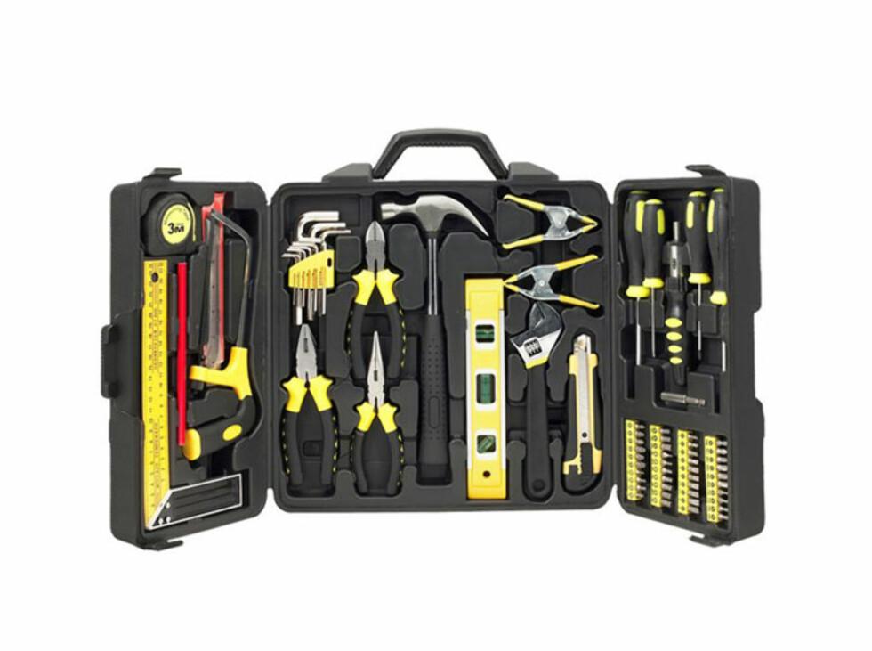 Inneholder stort sett de fleste verktøy du trenger når du skal arbeide i hjemmet. Pris 399 kroner Foto: JULA