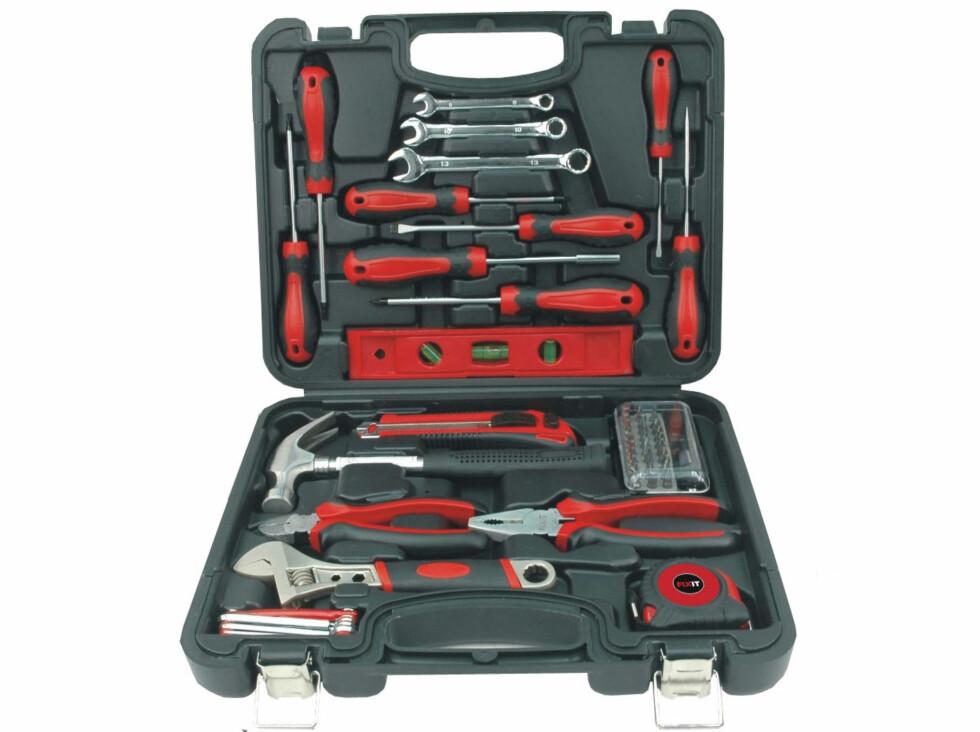 Verktøysett som inneholder 51 deler av de mest brukte verktøyene i en vanlig husholdning. Pris 299 kroner Foto: JERNIA