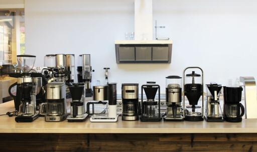 KAFFETØRST? Kjenner du noen som fortjener en ny kaffetrakter, er det mye å velge mellom. Blant disse ti finner du noen av våre favoritter. Foto: ELISABETH DALSEG