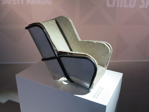 PROTOTYPE: Dette er den første barnestolen Volvo brukte i 1964 for å øke sikkerheten av barn i bil.   Foto: FRED MAGNE SKILLEBÆK